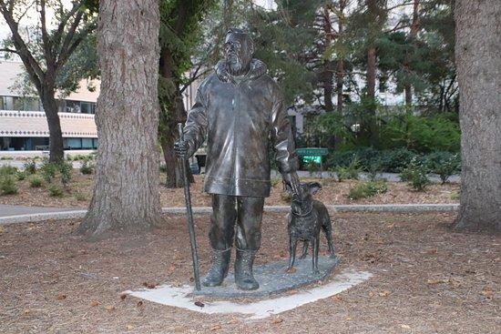 Farley Mowat Statue