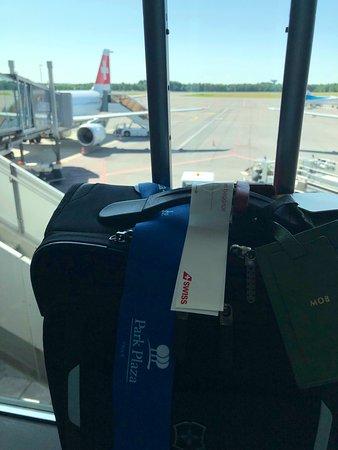 Swiss International Air Lines [SWISS]: Am Gate A16 von LUX:   Das Boarding geht gleich los !