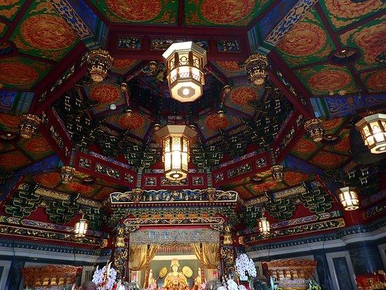 Ma Zhu Miao: 八角形の廟堂の内側。スゲーとしか言葉が!!  