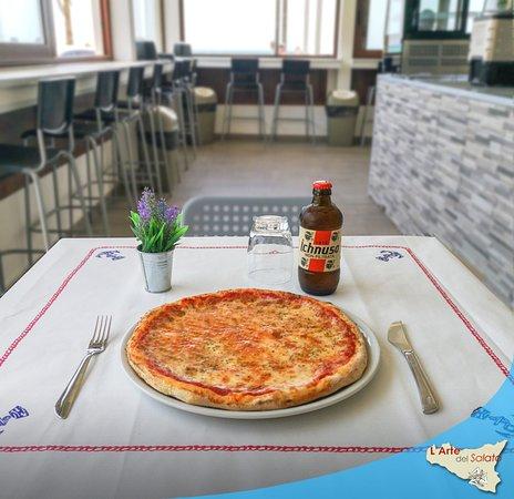 🍕 Al Trancio, Normali o Maxi  📄 Un ricco menù in grado di soddisfare i gusti di chiunque 🍴 Da asporto o da mangiare qui, seduti comodamente nella saletta interna o all'esterno con un'irrinunciabile vista mare  Questo è quel che desideriamo proporti, questo quello che troverai: vieni a provare le nostre deliziose #pizze, ti aspettiamo!
