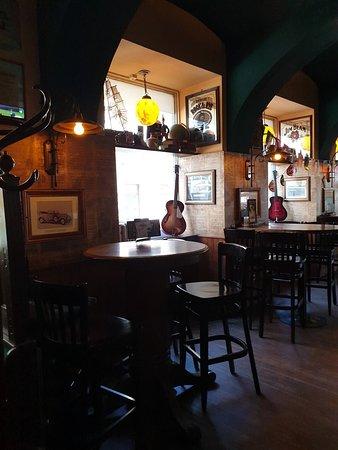 The Golden Harp Irish Pub in historic Centre