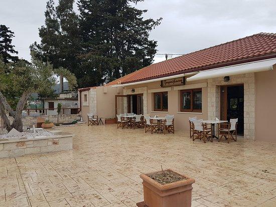 Il ne faut pas manque ce joli restaurant à Archanes en Crète