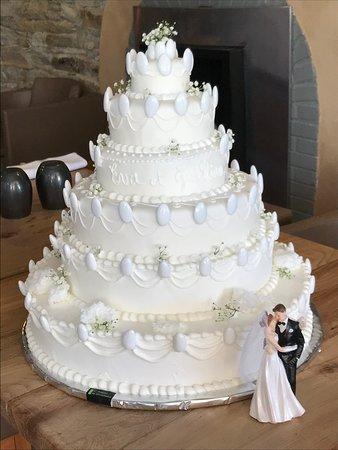 L'atelier de Christophe a réalisé mon rêve de mariée avec ce sublime et délicieux gâteau. Nous le remercions du fond du cœur.