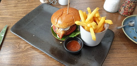 Thirtyeight : Korean Chicken Burger (comes with skinny fries & dipping sauce)