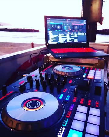 Bilingual dj services for weddings at Puerto Vallarta Jal. Nuevo Vallarta Nay. Punta de Mita Nay. & Sayulita Nay.  info@aran-weddings.com +52 (322) 107-0088