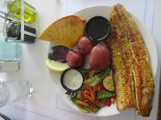 Boathouse on the Bay: Whitefish with red skin potato's and mixed vegy's