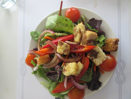 Boathouse on the Bay: Excellent salad