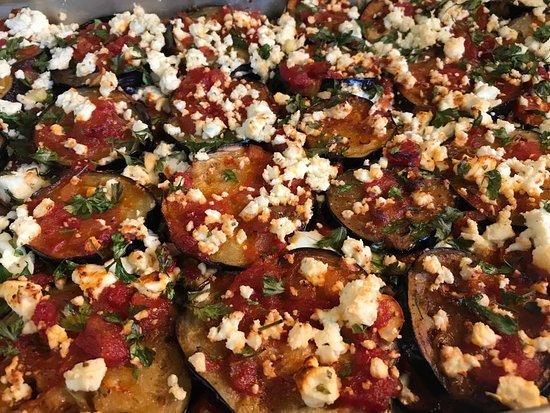 Tabouras: Eggplants sliders with feta cheese and tomato sauce Μελιτζάνες στον φούρνο με χειροποίητη σάλτσα ντομάτας και φέτα