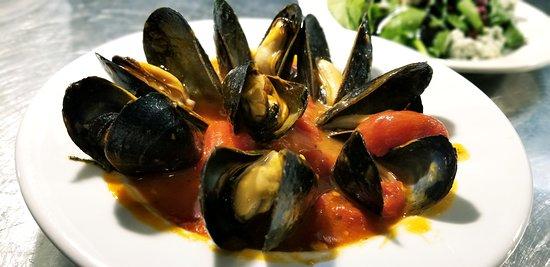 Noodles Italian Cafe & Sushi Bar: Mussels in marinara