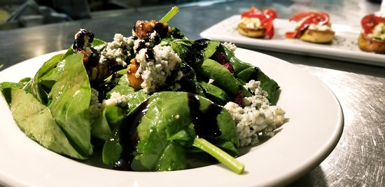 Noodles Italian Cafe & Sushi Bar: Spinach Salad