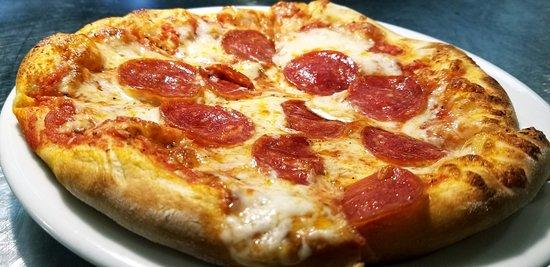 Noodles Italian Cafe & Sushi Bar: Pepperoni Pizza