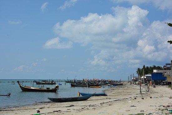 Hua Thanon Beach: ......