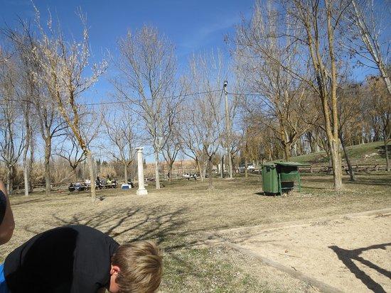 Santa Maria del Campo Rus, Espagne : Hermoso Parque para disfrutar un día de sol en familia con todas las comodidades