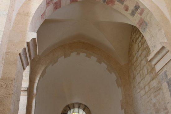 L'eglise Notre-Dame de Lancharre: Damier polychrome - La litre ou se positionnait les blasons des défunts 