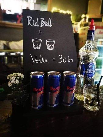 BackStage Bar: Redbull + 2x votka = 30 kn