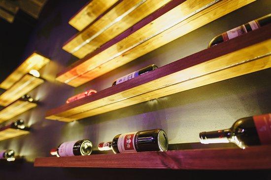 В нашем гастробаре представлены три категории вин: гастрономические и яркие, для приверженцев классики и для особого вечера.