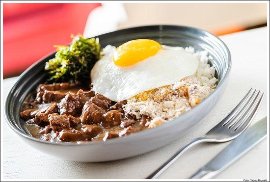 Prato Executivo 3a feira. Picadinho com arroz, farofa de banana da terra, couve crispy e ovo frito