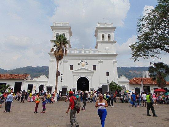 Giron, Κολομβία: Basilica de San Juan Bautista Plaza principal de Girón