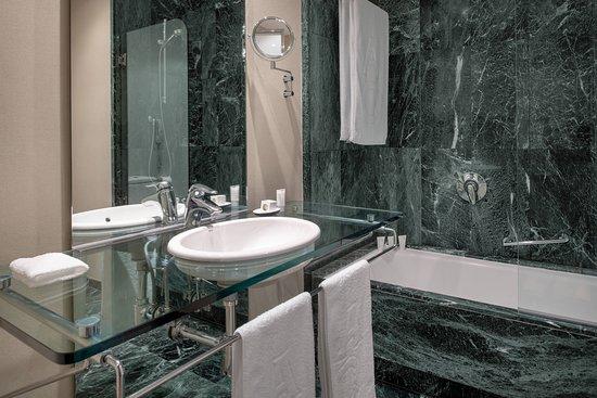 AC Hotel Malaga Palacio: Guest room
