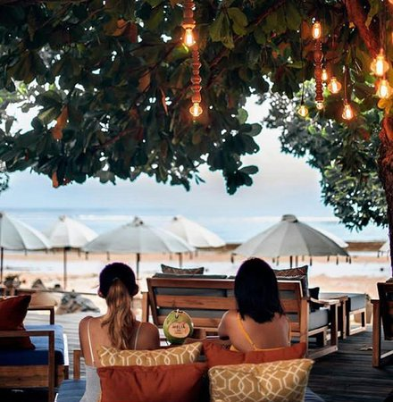 Sateria Beachside Restaurant: New sateria deck beachview