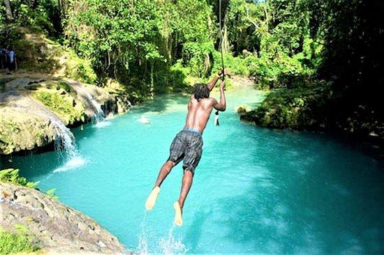 Blue Hole e Secret Falls Day Trip più