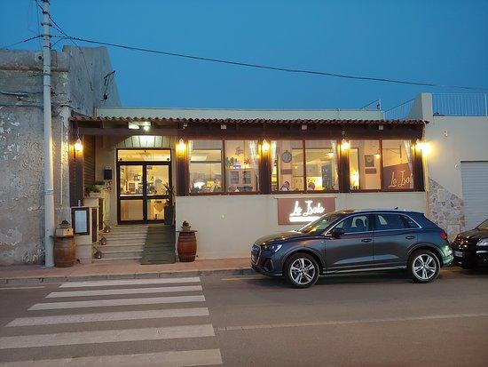 Le Isole Ristorante: La facciata del ristorante