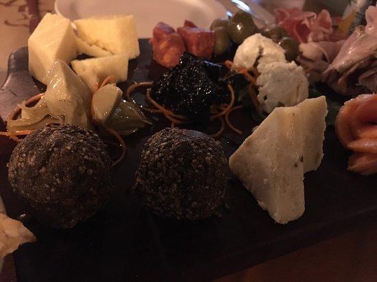 Giuseppe Pizzeria and Sicilian Roast: 綜合起司盤
