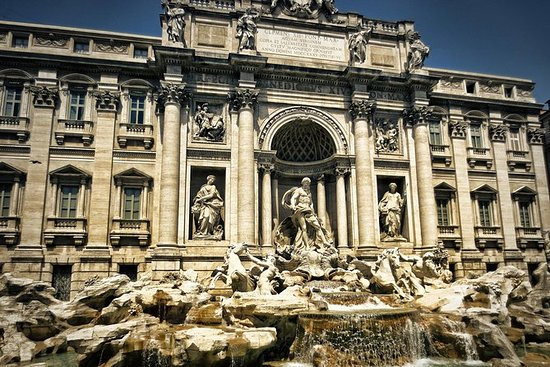 The city of water: Guided tour of the underground of Trevi Fountain