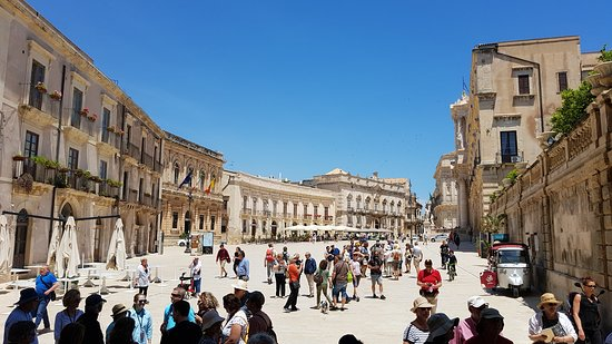 La Piazza Duomo: La Piazza