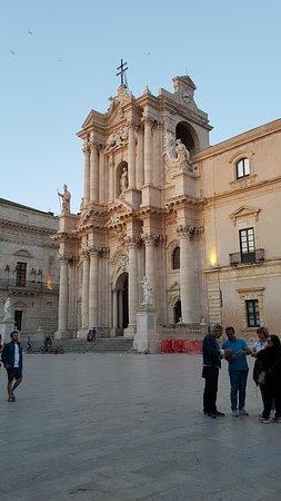 La Piazza Duomo: Il Duomo