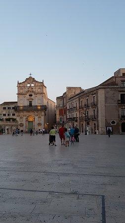 La Piazza Duomo: Scorcio serale
