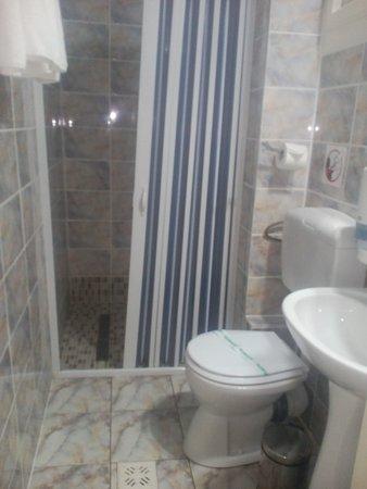 Cormoran Resort: confortable shower