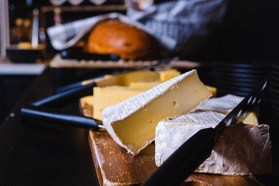 Brunssilla tarjottavia juustoja