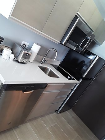 Hawthorn Suites by Wyndham Loveland: Well designed kitchen!