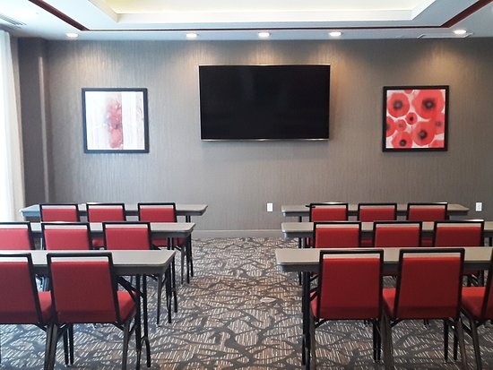 Hawthorn Suites by Wyndham Loveland: Meeting room with A/V built in!
