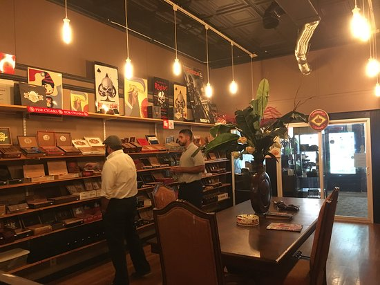 Dona Noli Cigars: Helpful and knowledgeable service