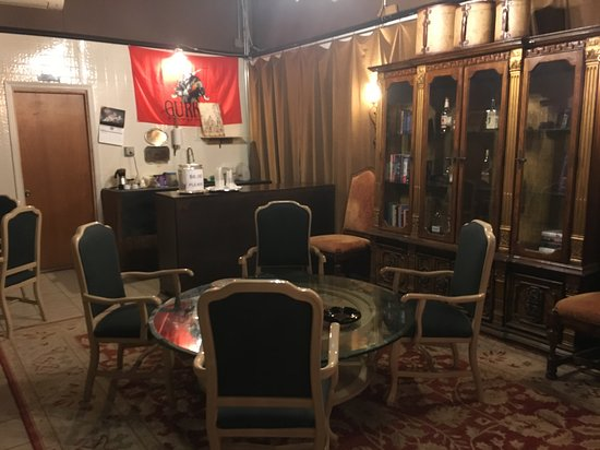 Dona Noli Cigars: An interesting smoking room