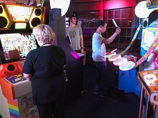 Arcade Club Leeds: Pop n' Music, Future Tom Tom, Nostalgia and a corner of the 2 Jubeats ;)