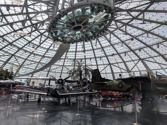พิพิธภัณฑ์เครื่องบินแฮงการ์เซเว่น กระทิงแดง