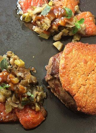 Le Pont Saint Etienne: Filet de bœuf en croûte d'anchois, tomates confites  à la caponata
