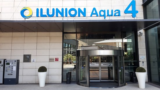 ILUNION Aqua 4: Eingang im 4 Stock des AQUA Shopping Centers