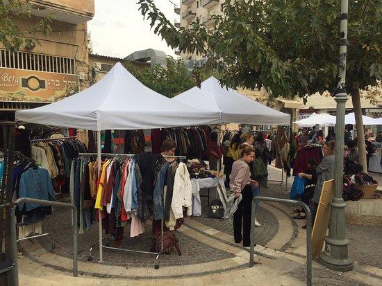 Retroshalim: דוכני בגדים יד 2 ביריד