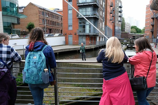 Discovering Birmingham Afternoon Walking Tour: Jonathan gave us a great talk about the Canals