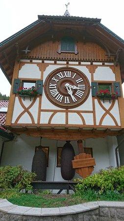 Weltgrosste Kuckucksuhr: Weltgrößte Kuckucksuhr 世界上最大的咕咕鐘