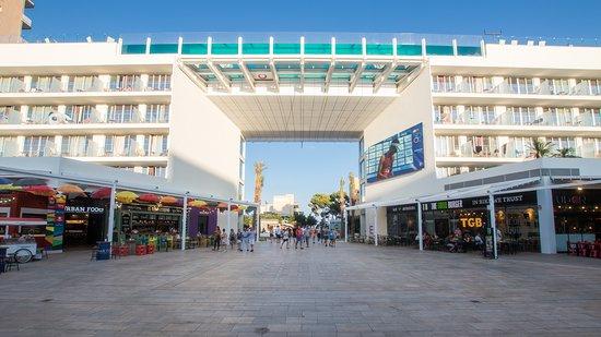 Momentum Plaza
