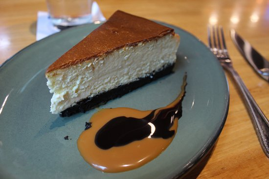 Fielding's Wood Grill: NY Style Cheese Cake - Oreo crust