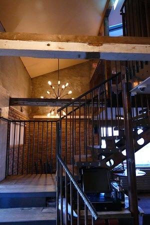 Blick auf die Treppe zum Obergeschoss