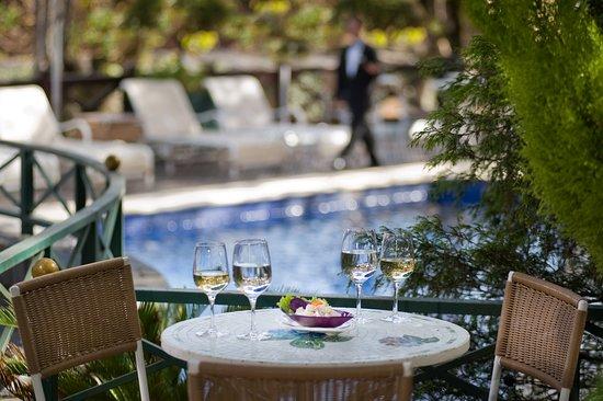 Charpentier: Drinks na piscina