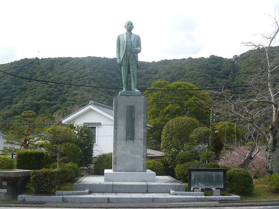 Shigemune Yuzo Statue