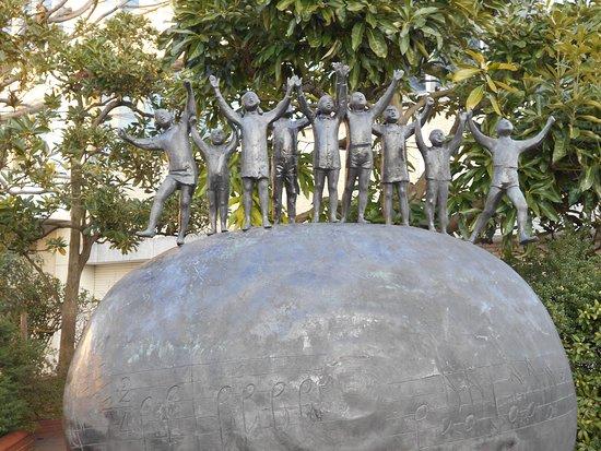 Murosaki Kingetsu no Kyozo to Gin Gin Giragira Bronze Statue